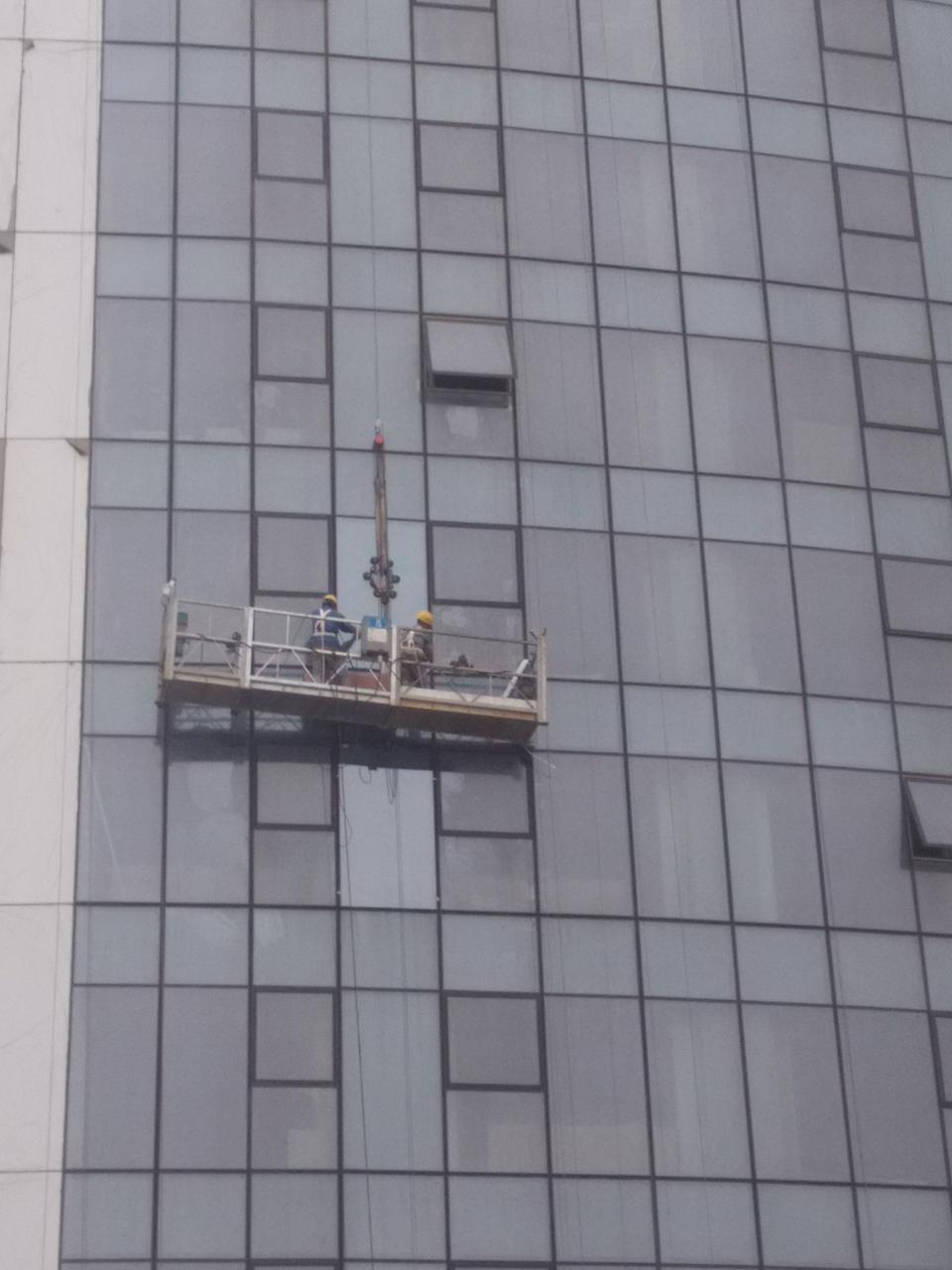 高空外墙玻璃更换